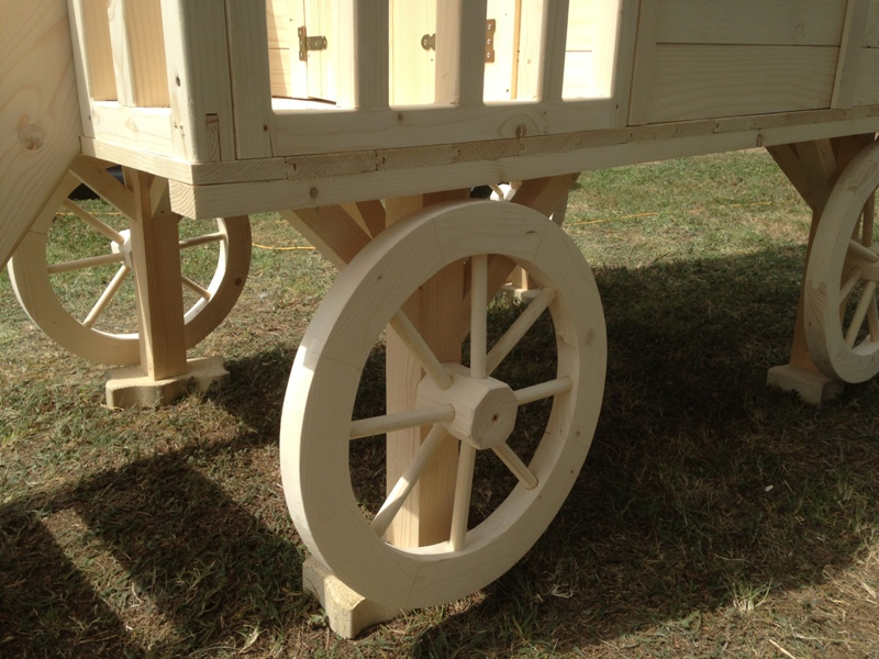 roulotte en bois pour enfant. Black Bedroom Furniture Sets. Home Design Ideas